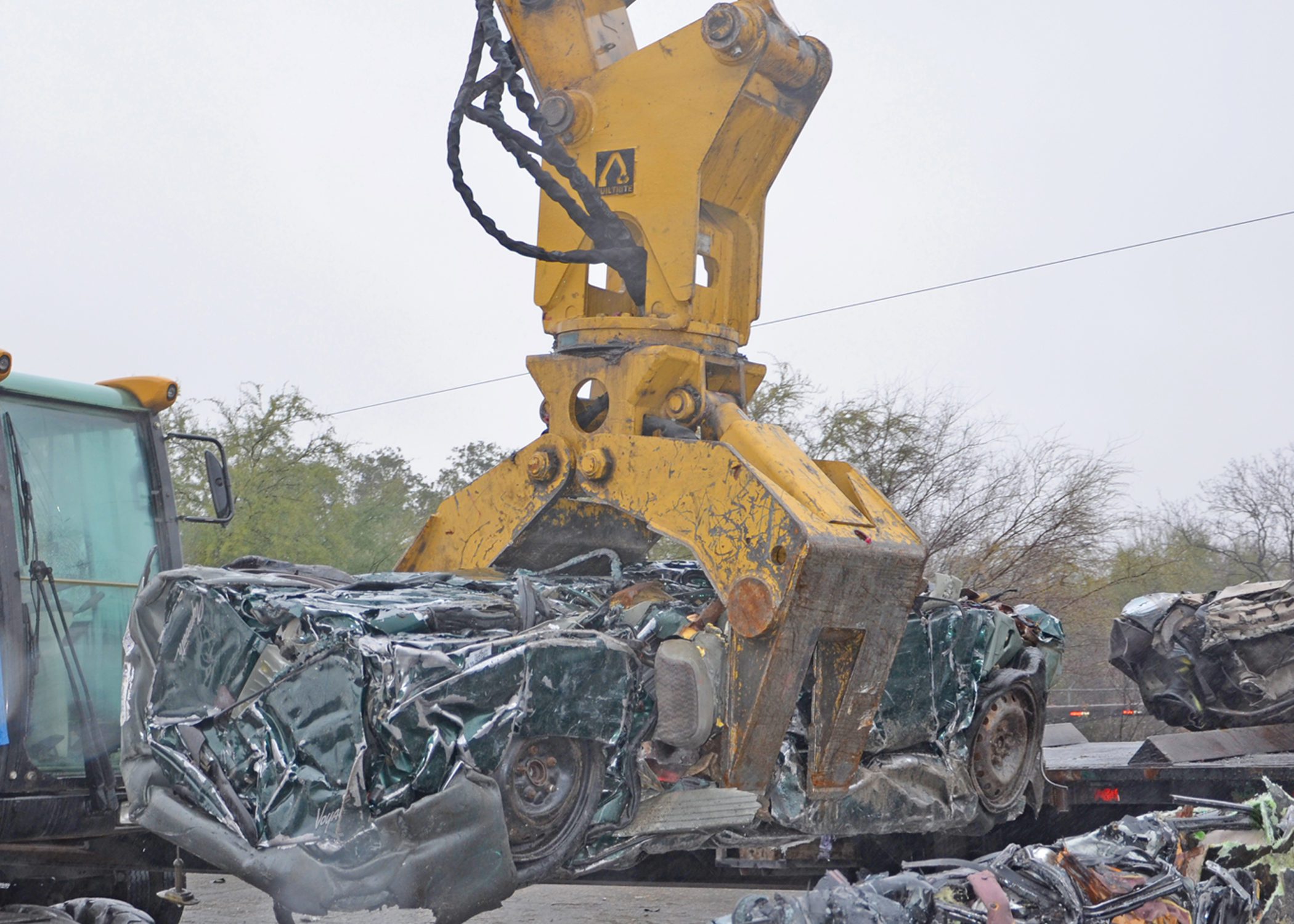 2/3 Tine Bypass Scrap Grapple | Builtrite Handlers & Attachments